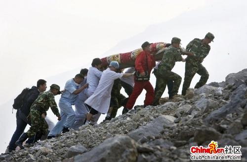 最可爱的人 是这些默默战斗在一线的官兵,医生和志愿者,拯救着汶川